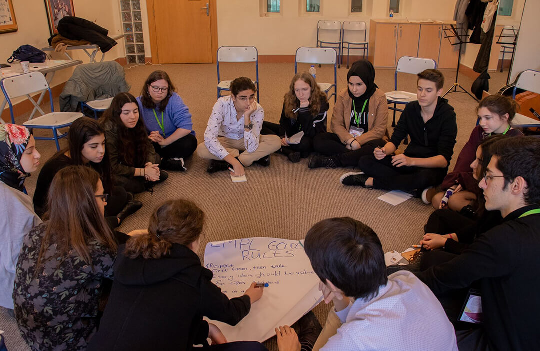 İhlas Koleji Avrupa Gençlik Parlamentosu'na Katıldı