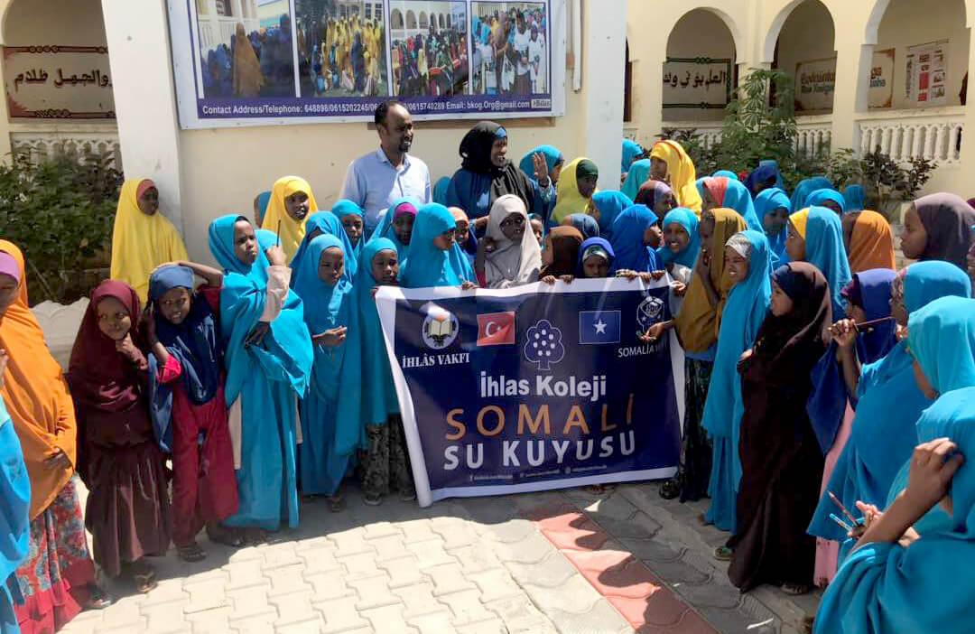 Öğrencilerimiz Somali'de Su Kuyusu Açtı