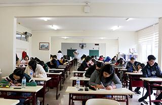 İhlas Eğitim Kurumları tarafından her yıl düzenlenen ve başarılı öğrencilere %100'e varan burs imkanı sağlayan İhlas'a Geçiş Sınavı (İGS) yapıldı.