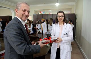 İhlas Eğitim Kurumları Genel Müdürü Bedri Yeltekin, Dünya Kadınlar Günü'nde İhlas Kolejinin kadın öğretmenleri ve personeli ile bir araya geldi.