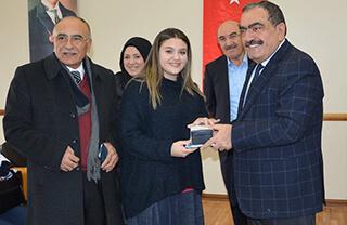 Özel Marmara Evleri İhlas Anadolu Lisesi öğrencileri Beylikdüzü Kaymakamlığı tarafından düzenlenen 10 Aralık İnsan Hakları Günü Resim, Şiir ve Kompozisyon Yarışması'nın resim kategorisinde ilk üç dereceyi elde ettiler.