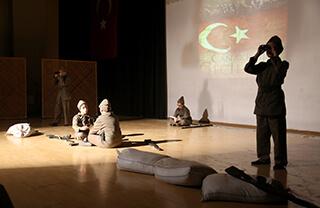Çanakkale Zaferi'nin 104. Yıldönümü İhlas Kolejinin Bahçelievler, Beylikdüzü ve Ispartakule Bizimevler kampüslerinde yapılan etkinliklerle kutlandı.