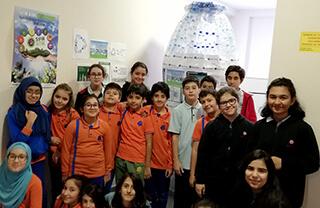 Özel İhlas Mehmet Yoluç İlkokulu ve Ortaokulu'ndaki öğrencilerimiz çevre kirliliğine dikkat çekmek amacıyla yaptıkları proje kapsamında okullarında