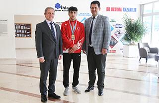 Özel Bahçelievler İhlas Anadolu Lisesi öğrencisi Furkan Taş, Türkiye Güreş Federasyonu tarafından düzenlenen Uluslararası Zafer Kupası'nda Yıldız Erkekler Greko Romen stil 71 kiloda şampiyon oldu.