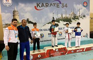İller Arası Karate 34 Süper Ligi Kapalı Çarşı Etabı müsabakalarında Karate Spor Kulübümüzün sporcuları Barkın Efe Koca ve Recep Emir Yılmaz kendi kategorilerinde İstanbul şampiyonu oldular.