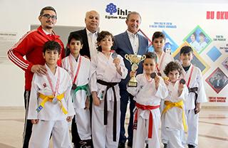 İhlas Koleji Karate Spor Kulübü, Fatih Gençlik Hizmetleri ve Spor İlçe Müdürlüğü tarafından düzenlenen Özel Kulüplerarası Karate Dostluk Turnuvası'nda bir ikincilik ve 6 üçüncülük elde etti.