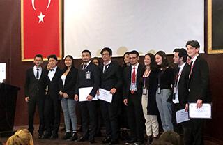 """Öğrencilerimiz Aysu Ölmez ve Muhammed Yasin Edemen Kültür Üniversitesi tarafından düzenlenen """"İKUMUN18"""" Model Birleşmiş Milletler Konferansı'nda """"Outstanding Delegate"""" ödülünü aldılar."""