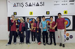 Milli Eğitim Bakanlığı ve Okul Sporları Federasyonu tarafından düzenlenen Beylikdüzü Okullar Arası Okçuluk Turnuvası'na İhlas Koleji takımları damga vurdu.