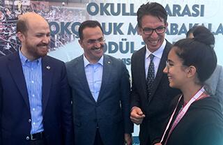 Türkiye Okçuluk Federasyonu İstanbul İl Temsilciliği tarafından düzenlenen İstanbul Okullar Arası Okçuluk Müsabakalarında İhlas Koleji takım halinde iki ikincilik, bir üçüncülük elde ederken, bireysel müsabakalarda İhlas Koleji öğrencisi Melisa Gazoz İsta