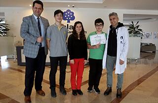 Model Birleşmiş Milletler (MUN) organizasyonu kapsamında SOBILMUN 2019'a katılan Özel Bahçelievler İhlas Anadolu ve Fen Lisesi öğrencileri Eren Açıkyıldız ve Taha Öztürk ödüle layık görüldüler.