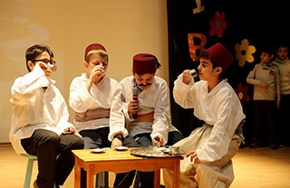 İhlas Koleji Tiyatro Gösterisi