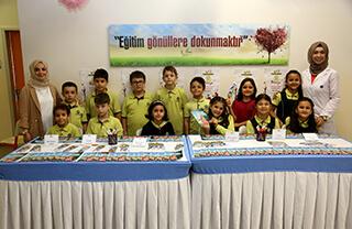 Özel Mehmet Yoluç İhlas İlkokulu ve Ortaokulu öğrencileri kendi yazdıkları masallardan oluşan masal kitabını tanıttılar.