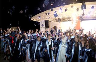 Özel İhlas Anadolu ve Fen Lisesi ile Özel Marmara Evleri İhlas Anadolu ve Fen Lisesi son sınıf öğrencileri İstanbul Büyükşehir Belediyesi Florya Sosyal Tesislerinde düzenlenen mezuniyet töreniyle uğurlandı.