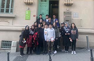 İngilizcenin yanı sıra ikinci dil olarak Almanca eğitimi alan İhlas Koleji öğrencileri Alman dilinin kültürünü yakından tanımak amacıyla Goethe Enstitüsünün hazırlamış olduğu etkinliğe katıldılar.