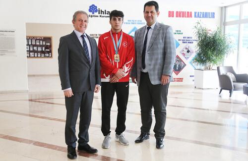 Uluslararası Zafer Kupası'nda Altın Madalya