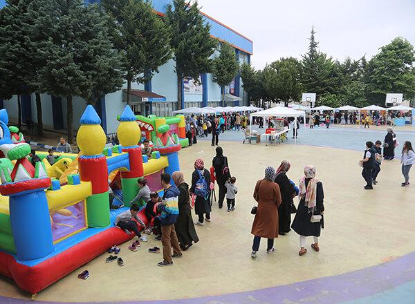 İhlas Koleji kampüslerinde düzenlenen bahar şenliklerinin ikincisi İhlas Koleji Bahçelievler Kampüsü'nde yapıldı.