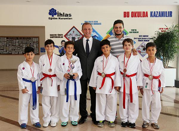 Antalya'da düzenlenen İllerarası Akdeniz Karate Kupası'nda İhlas Eğitim Kurumları Spor Kulübü 3 birincilik 4 ikincilik ve 3 üçüncülük elde ederek takım halinde turnuvayı üçüncü bitirdi.