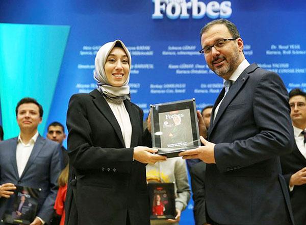 İhlas Koleji mezunları İstanbul Milletvekili Rümeysa Kadak ve milli okçu Mete Gazoz Forbes Türkiye Dergisi'nin ülkemizde ilk kez hazırladığı