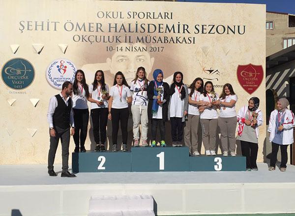 İstanbul Okul Sporları Şehit Ömer Halisdemir Sezonu Okçuluk İl Müsabakaları'nda İhlas Koleji Genç Bayan Takımı klasik yay kategorisinde İstanbul Şampiyonu oldu.