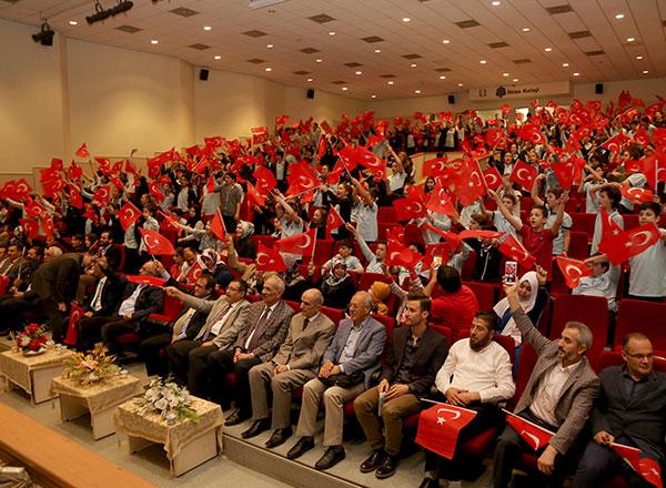 Gençlere şiir bilincinin aşılanması amacıyla İhlas Koleji tarafından düzenlenen 3. Bestami Yazgan Şiir Yarışması'nın ödül töreni yapıldı.