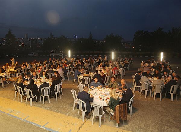 İhlas Eğitim Kurumları geleneksel iftar programını bu yıl Beylikdüzü Kampüsü'nde gerçekleştirdi.
