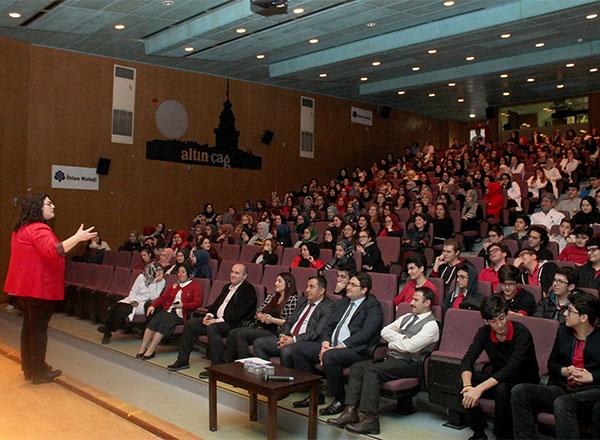 Türkiye'nin önde gelen eğitim uzmanlarından Servet Gülsün Şirin, Özel Marmara Evleri İhlas Anadolu ve Fen Lisesi öğrencileriyle düzenlenen seminerde buluştu.