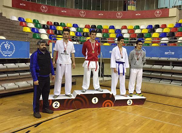 İhlas Eğitim Kurumları sporcuları İstanbul genelinde yapılan güreş ve karate turnuvalarından ikincilikler elde etti.