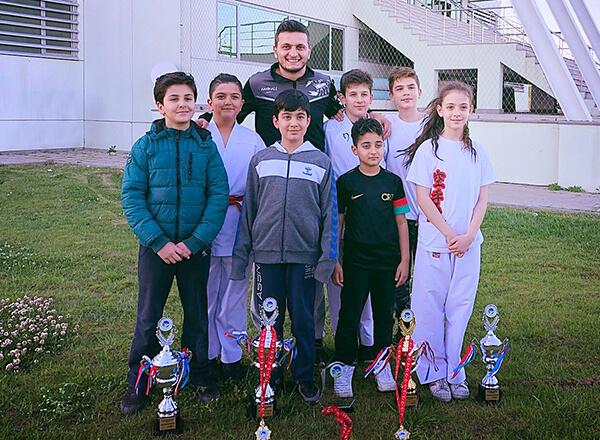 Sakarya'da düzenlenen 15 Temmuz Şehit ve Gazileri İllerarası Karate Ligi final müsabakalarında İhlas Koleji Karate Spor Kulübü sporcusu Emin Can İstanbullu kategorisinde lig şampiyonu oldu.