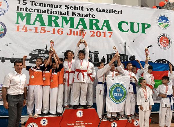 4. Marmara Cup Uluslararası Karate Turnuvası'nda 2 sporcumuz kategorilerinde şampiyon olurken 10 Yaş Erkekler Takımı'mız da turnuvayı şampiyon bitirdi.
