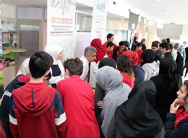 Öğrencilerinin kişisel gelişimlerine destek veren İhlas Koleji, sosyal ve sportif alanda öğrencilere alternatif olacak kulüplerin tanıtımını yaptı.