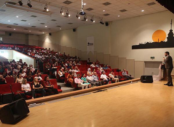İhlas Eğitim Kurumları tarafından düzenlenen İhlas Mesleki Gelişim Programı (İMGEP) ikinci gün yapılan seminerlerle devam etti.