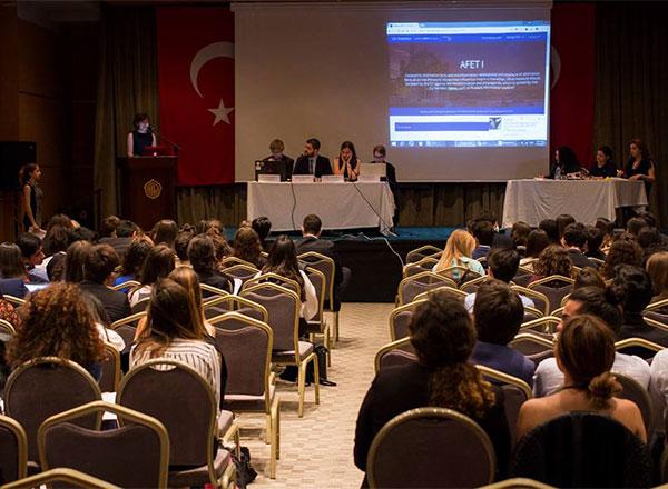 Avrupa Gençlik Parlamentosu (EYP) tarafından düzenlenen 20. Ulusal Seçim Konferansı'nda İhlas Koleji 12 öğrenci ile temsil edildi.