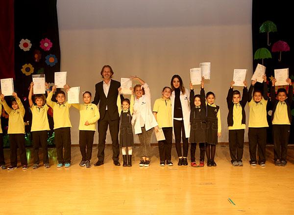 Dünyada yabancı dil eğitimini derecelendiren en önemli kurumlardan biri olan Cambridge Üniversitesi'nin Türkiye'de yapmış olduğu sınavlarda başarılı olan İhlas Koleji öğrencileri için sertifika töreni düzenlendi.