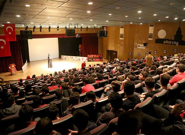 İhlas Koleji yabancı dilin gelişimi ve etkin kullanımını desteklemek amacıyla lise öğrencilerinin çeşitli konulardaki fikirlerini İngilizce ve Almanca olarak anlattıkları Marmara Talks organizasyonunu düzenledi.