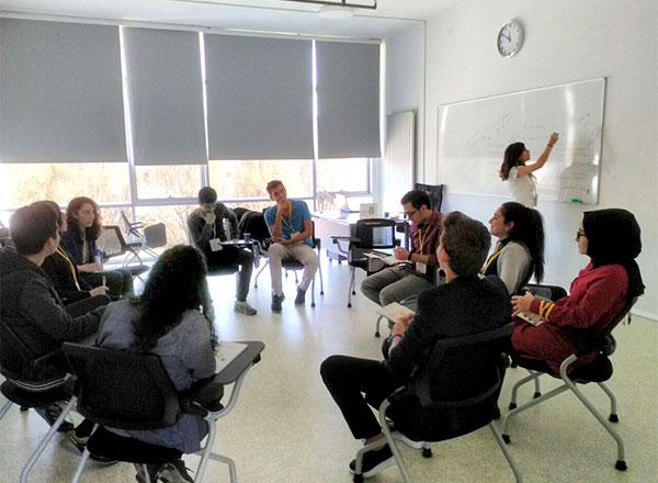 Özel Marmara Evleri İhlas Fen Lisesi öğrencileri Genç Başarı İnovasyon Kampına katılarak inovatif bilgiler ürettiler.