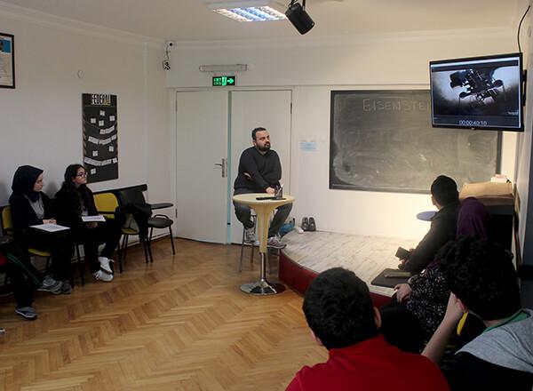 Özel Marmara Evleri İhlas Anadolu ve Fen Lisesi öğrencileri Federal Film Akademisi'ni ziyaret ederek dublaj sanatının inceliklerini görme fırsatı buldular.