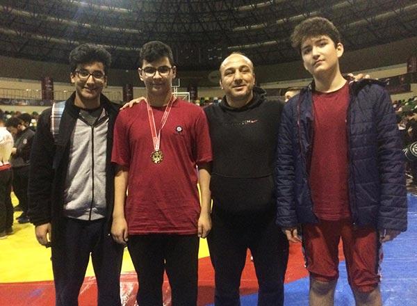 Özel Marmara Evleri İhlas Ortaokulu öğrencisi Muhammed Emin Çelik İstanbul Okullar Arası Yıldızlar Serbest Güreş Şampiyonası'nda 86-100 kilo klasmanında İstanbul Şampiyonu oldu.