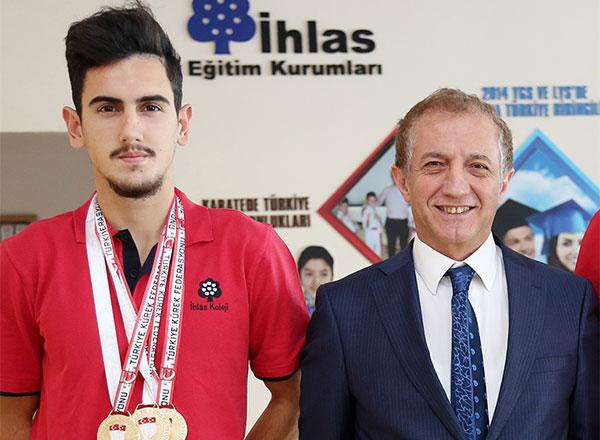 İhlas Koleji'nin kürekteki başarılı ismi Sabri Sevniş, Sapanca'da düzenlenen Büyükler Türkiye Kürek Şampiyonası'nda Türkiye Şampiyonu oldu.