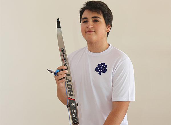 Türkiye Okçuluk Federasyonu İstanbul İl Temsilciliği tarafından düzenlenen İstanbul Yıldızlar ve Gençler Okçuluk Şampiyonası'nda İhlas Koleji öğrencisi Burak Hamzaoğlu İstanbul İkincisi oldu.