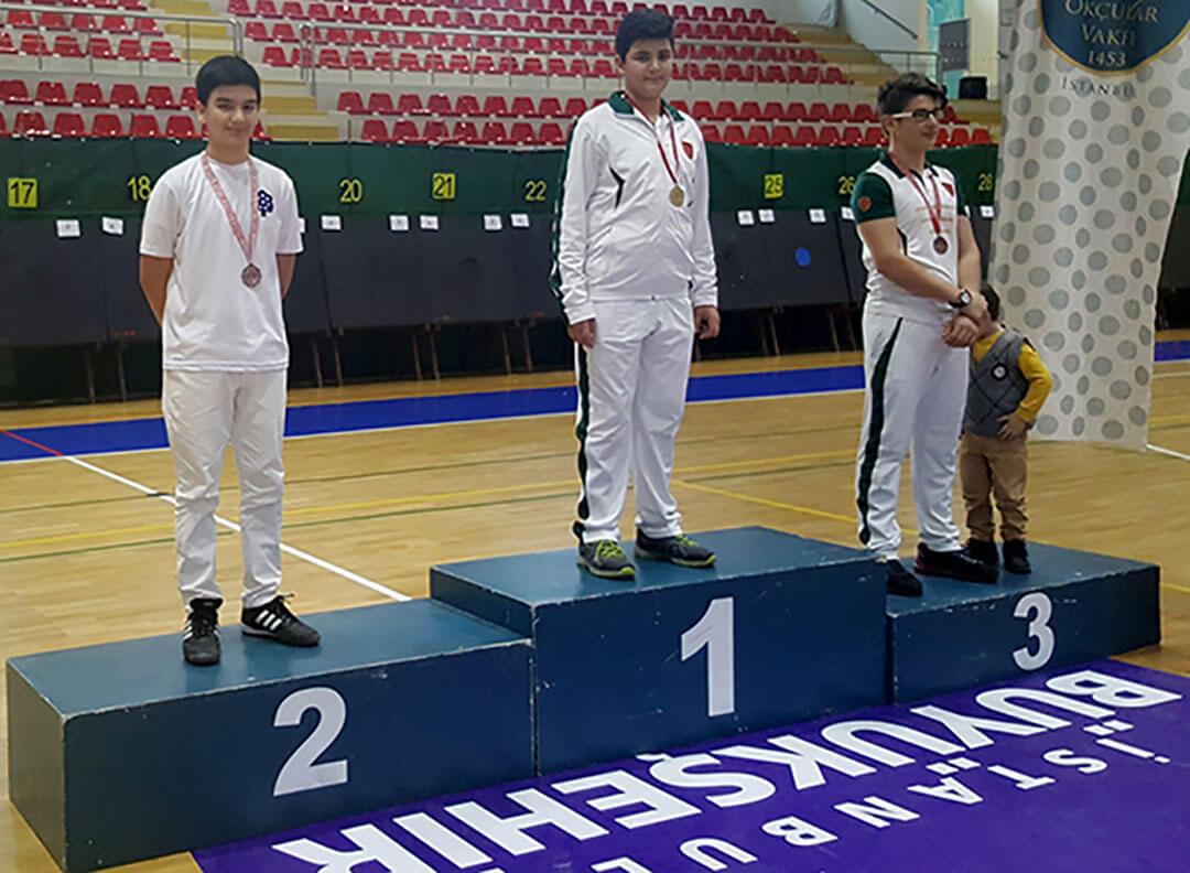İhlas Koleji Okçuluk Kulübü sporcusu Kadir Kot, Kulüpler Arası Okçuluk İl Şampiyonası'nda İstanbul ikincisi oldu.