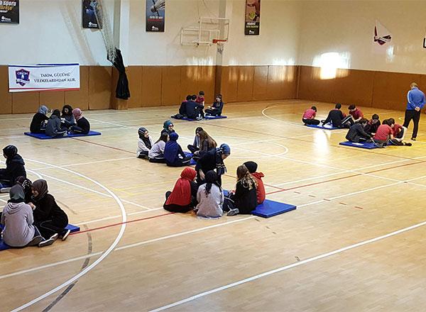 Özel Marmara Evleri İhlas Anadolu ve Fen Lisesi öğrencileri el becerilerini ve koordinasyonlarını geliştirecek aktivitelerle kendi oyunlarını tasarladılar.
