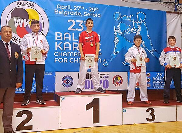 Sırbistan'ın başkenti Belgrad'da düzenlenen 23. Çocuklar Balkan Karate Şampiyonası'nda İhlas Koleji Karate Spor Kulübü sporcusu Emin Can İstanbullu kategorisinde Balkan üçüncüsü oldu.