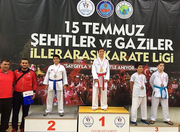 İhlas Koleji Karate Spor Kulübü Sakarya'da düzenlenen 1. Etap Sakarya Karate Ligi müsabakalarında bir birincilik, üç ikincilik ve iki üçüncülük elde etti.