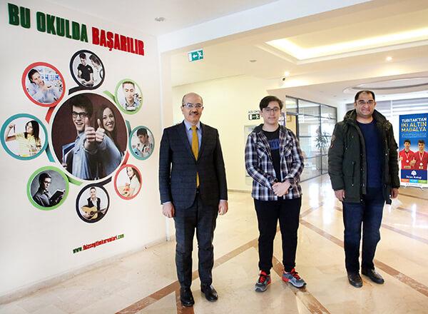 Türkiye Bilimsel ve Teknolojik Araştırma Kurumu (TÜBİTAK) tarafından düzenlenen 52. Lise Öğrencileri Araştırma Projeleri Yarışması'nda Özel Bahçelievler İhlas Fen Lisesi öğrencisi Ahmet Alperen Binici'nin