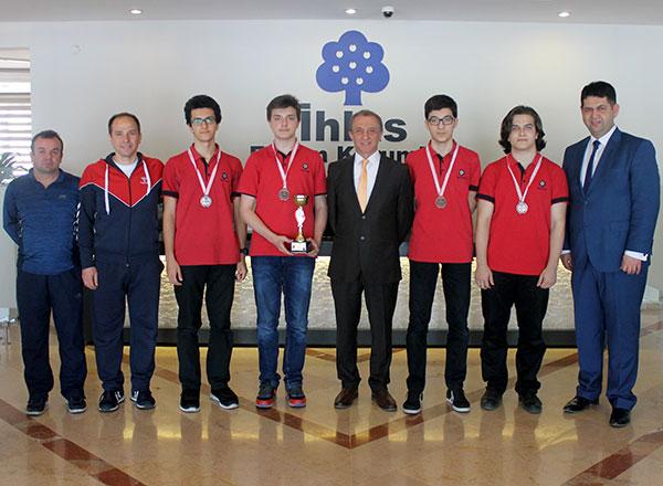 İhlas Koleji Satranç Takımı Nevşehir'de düzenlenen Okul Sporları Türkiye Satranç Grup Karşılaşmaları Gençler Kategorisinde ilk dörde girerek Türkiye Şampiyonası'na katılma hakkını elde etti.