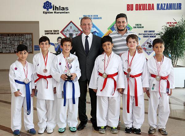İhlas Koleji Karate Spor Kulübü İstanbul İller Arası Karate Ligi müsabakalarında 6 birincilik, 3 ikincilik ve 4 üçüncülük elde ederek önemli bir başarı elde etti.