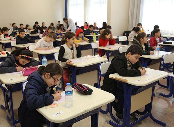İhlas Eğitim Kurumları %100'e varan indirim fırsatları sunduğu İhlas'a Geçiş Sınavı'nı 25 Şubat Cumartesi günü yapacak.