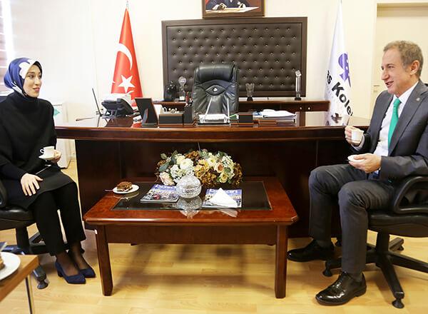 İhlas Koleji mezunu olan AK Parti İstanbul Milletvekili Rümeysa Kadak, Özel Marmara Evleri İhlas Anadolu ve Fen Lisesini ziyaret etti.