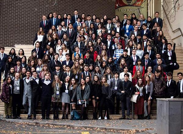 İhlas Koleji, Kayseri'de düzenlenen Avrupa Gençlik Parlamentosu 24.Ulusal Seçim Konferansı etkinliğinde (24th National Selection Conference of EYP Turkey) beş öğrencisiyle temsil edildi.